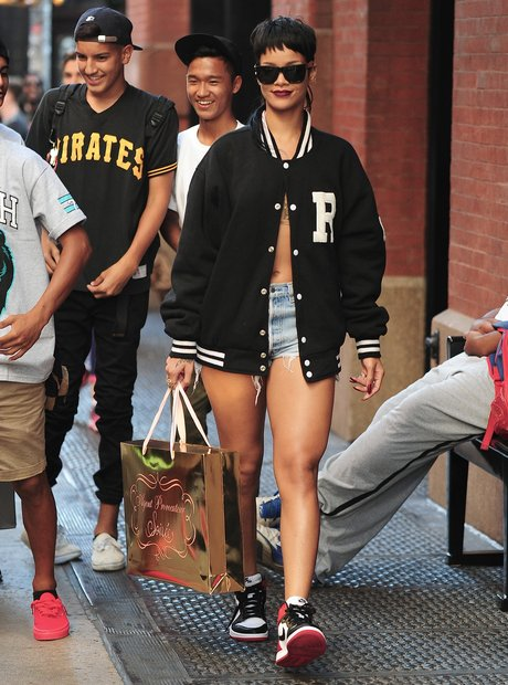 Rihanna wearing no bra