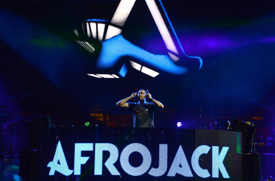 Afrojack Dj'ing on stage