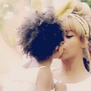 Beyonce and Blue Ivy kiss on instagram