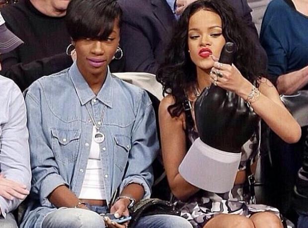 Rihanna Big hand Instagram