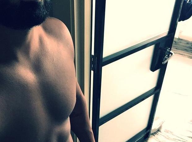 Drake gym selfie