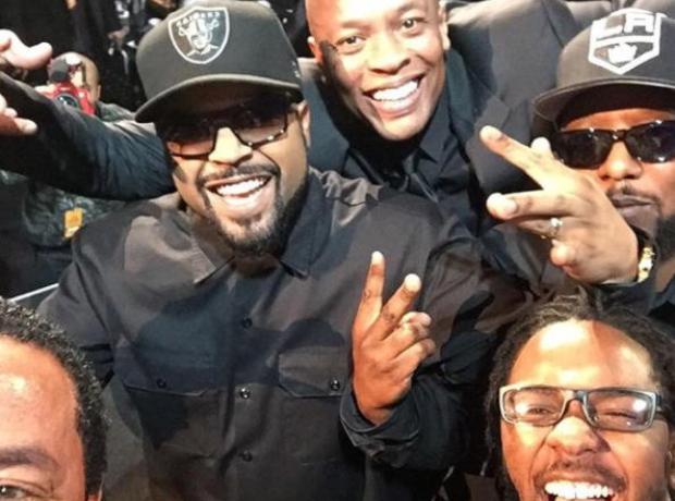 Kendrick Lamar selfie with NWA