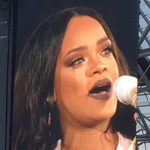 RIhanna crying on stage on tour