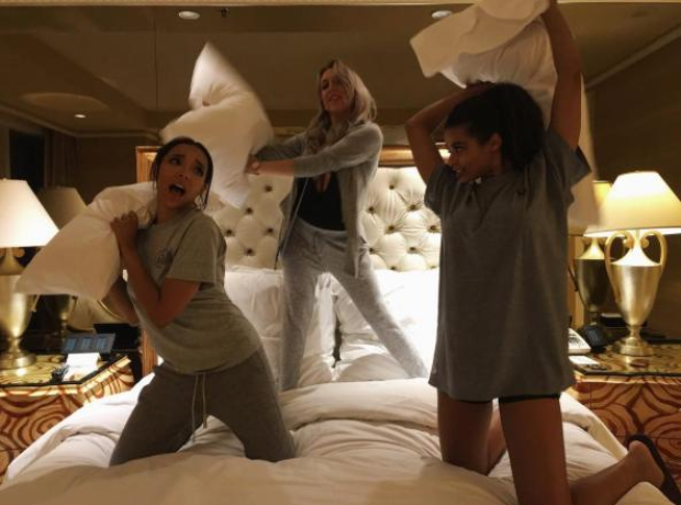 Tinashe pillow fight