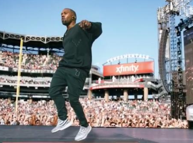 Kayne Performing at Magnificent Coloring Day