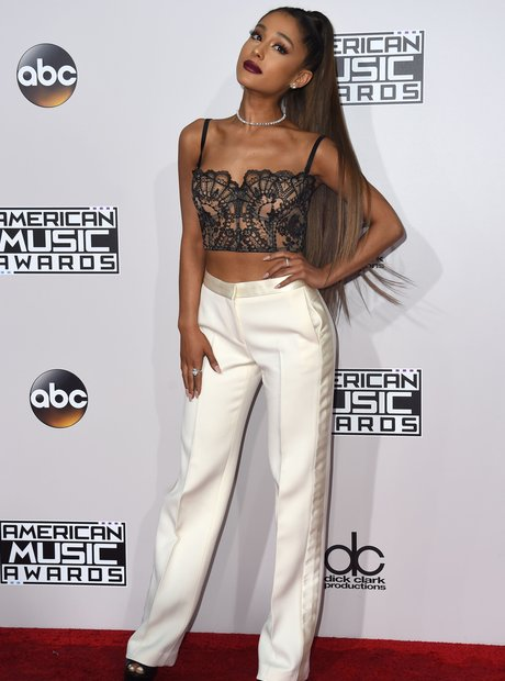 Ariana Grande attends the 2016 AMAs