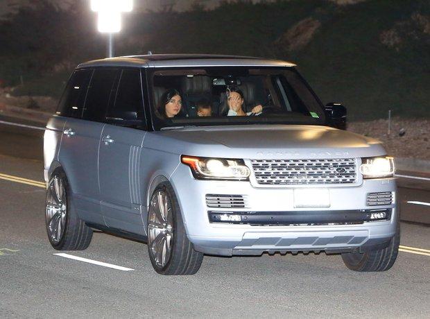 Kim Kardashian spotted driving with her wedding ri